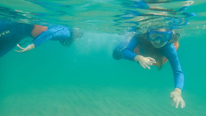Faire du snorkling à la Barceloneta en famille