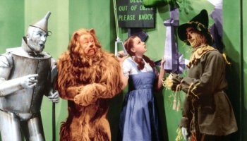 "Bell out of order, please knock - Ray Bolger, Judy Garland, Jack Haley and Bert Lahr in The Wizard of Oz - not to forget Frank Morgan, who played the doorman, as well as the horseman driving the ""horse of another color"" in the following scene, and the Wizard of Oz himself."