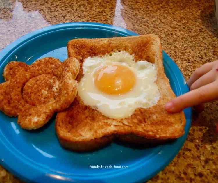 flower toast aka 'egg in the basket'.