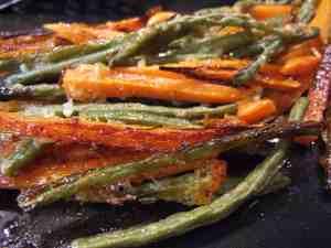 garlic & parmesan roasted beans & carrots