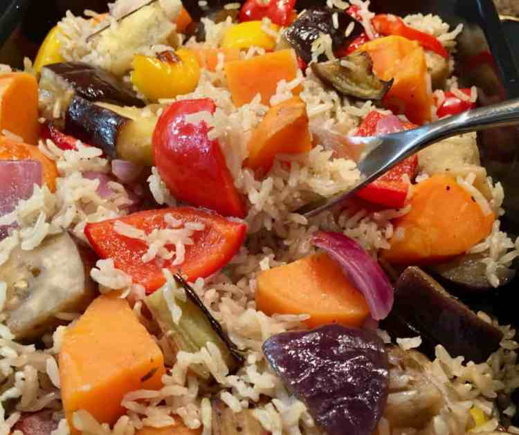 Succulent, flavoursome roasted veggies and fluffly, perfectly cooked rice, baked together in one pan for an easy side dish or tasty vegetarian dinner.