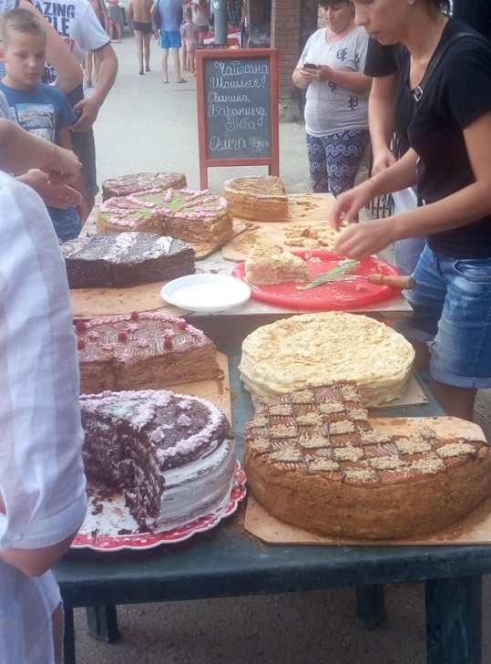 Судак, торты на улице, фото Е. Пановой
