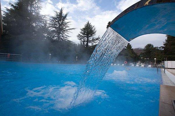 Отель Спутник, бассейн, семейный отдых