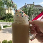 Iced birthday cake latte is a great way to relax on a hot day.