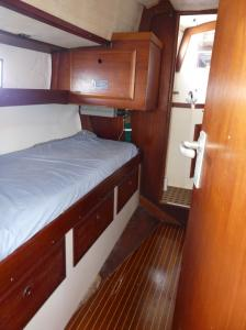 Midship cabin 1