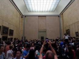 Everyone fighting for a Picture of the Mona Lisa