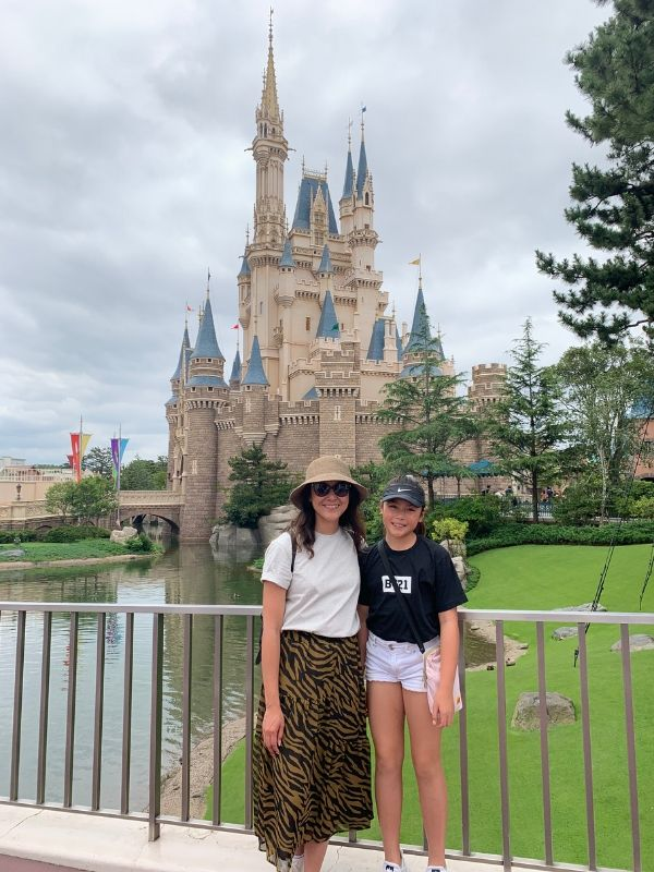 Tokyo-Disneyland-tips-Castle-mother-daughter