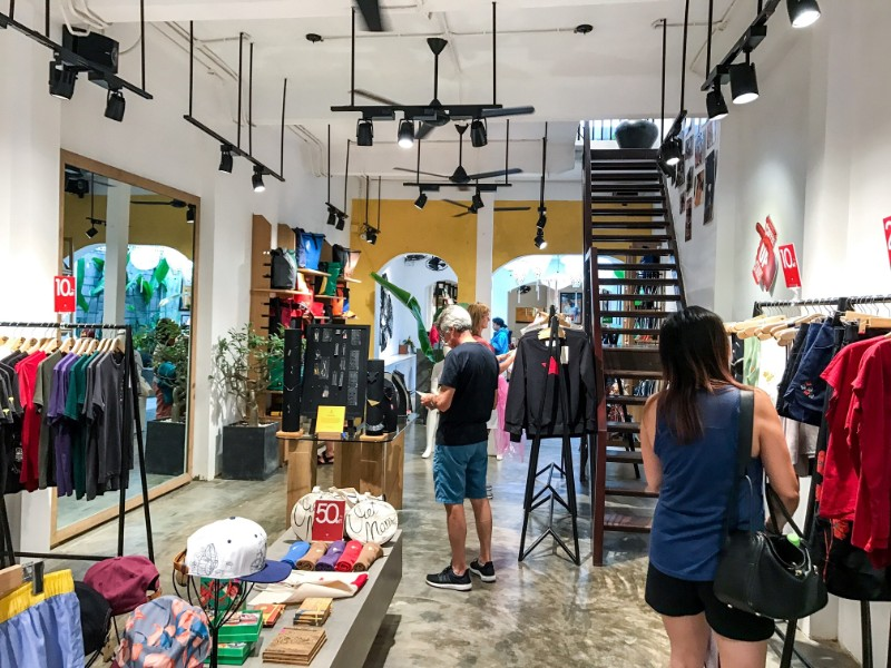 Ginkgo Store shopping Tshirts Hoi An