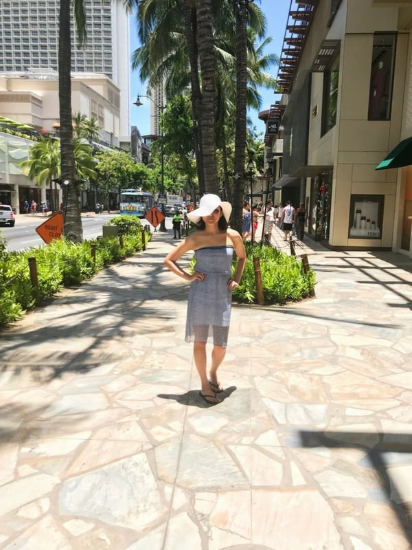 Woman dress white hat sunglasses in summer_mini