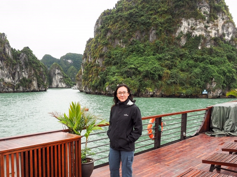 Halong-Bay-Cruise-Woman