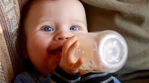 5 اسباب غريبة لتفضيل الرضاعة الصناعية