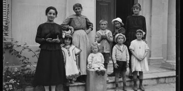 The 20 Largest Genealogy Record Collections Online - Old Family Photo