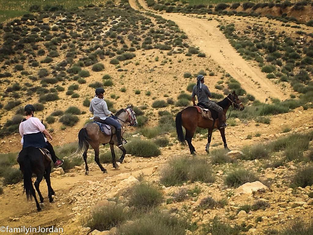 filles à cheval