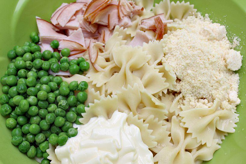 Easy-Peasy Peas and Turkey Pasta!