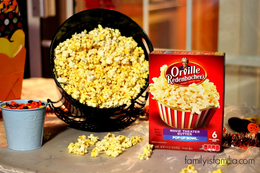 hosting-the-best-backyard-movie-night-with-orville-redenbachers-popcorn