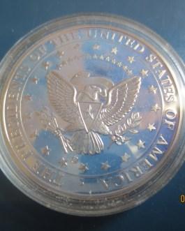 1 1/2 inch JOHN F, KENNEDY 35th president 3d medal KENNEDY & WHITE HOUSE