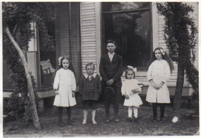 Charles Leslie Shults and siblings