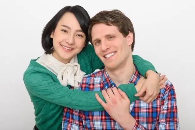 仲良しカップルのイメージ画像