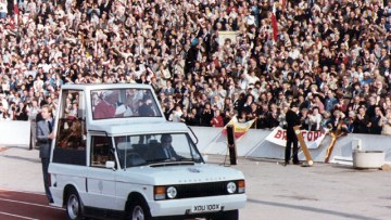 Pope John Paul II addresses the 24,000-strong Polish crowd