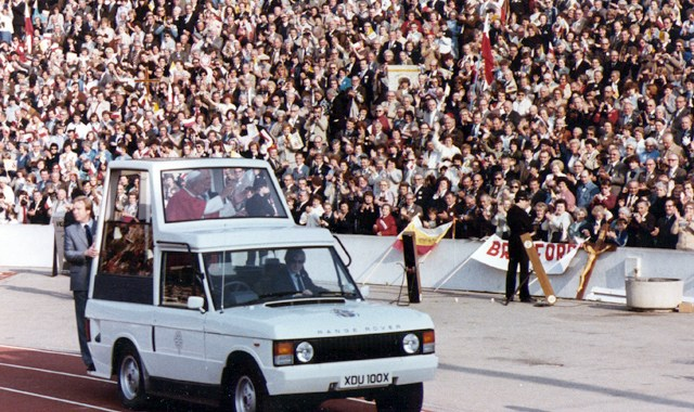 Pope John Paul II addresses the 24,000-strong Polish crowd