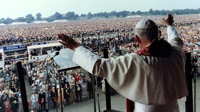 John Paul II celebrates Mass at York Racecourse