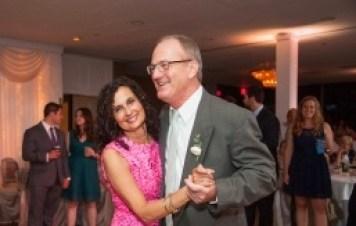 parents-dancing-at-wedding-reception_314_209_s_c1
