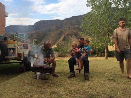 Zum Glueck fuer Stephan wird auch hier die Suedafrikanische Kultur gepflegt. Mit einem leckeren Braai. (Braai = Grillen)
