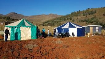 In den grossen Zelten haben wir kleine Zelt aufgebaut um der Kälte zu trotzen.