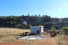 Jeden Sonntagmorgen wird das Zelt neu aufgebaut.