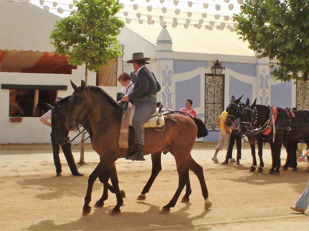 Pasep de cabaññps y enganches en la Feria de Córdoba
