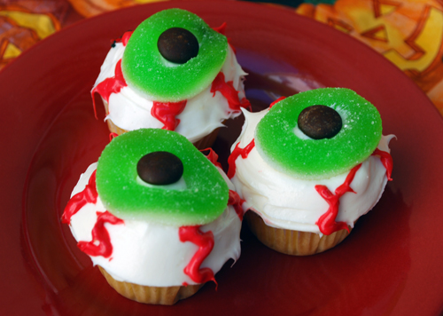 Halloween Cupcake Decorating: Eyeballs