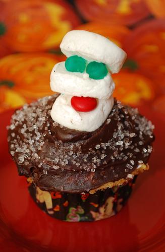 Halloween Cupcake Decorating: The Mummy