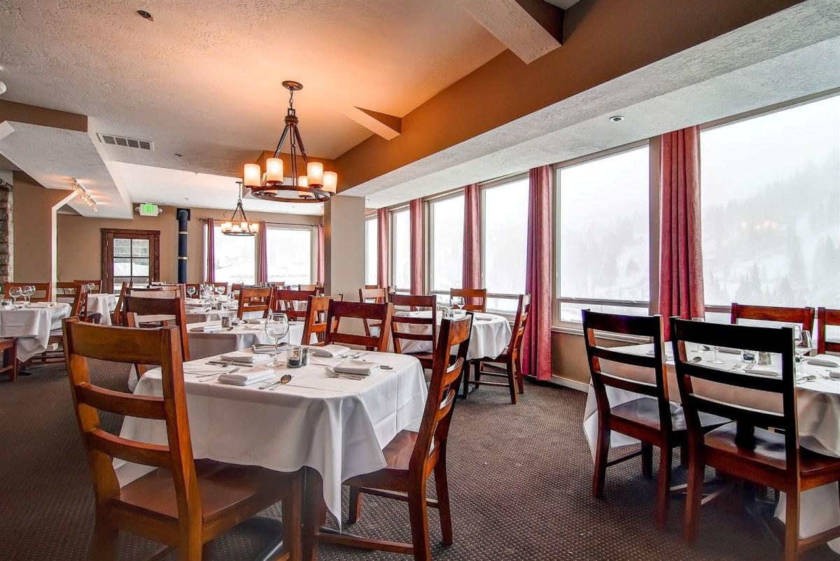 Snowpine Lodge dining
