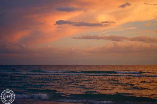 Sunset over the gulf at Siesta Beach