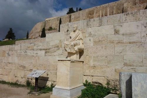 Statua commediografo greco di Menandro nell'acropoli