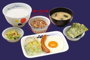 松屋の朝食ソーセージエッグ定食
