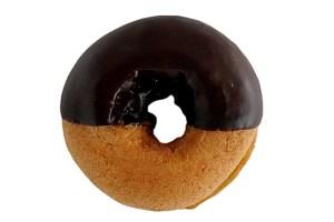 セブンイレブンのポムドーナツ(チョコクッキーホイップ)