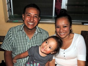 Nicole con mi hermano Horacio y su novia Jimena