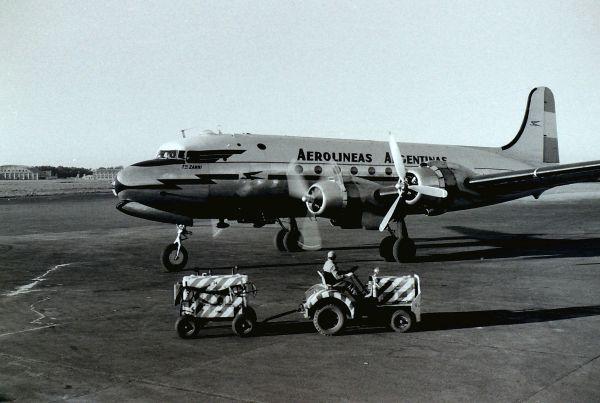 Aerolineas_Argentinas_DC4_atEZE_1958