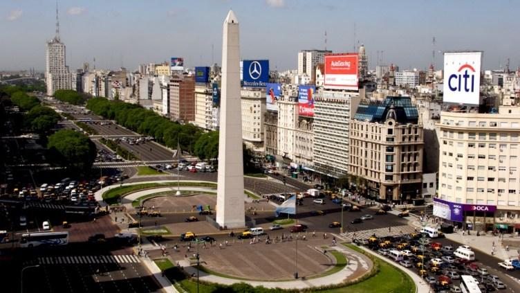 l'Obelisco al centro dell'Avenida 9 de Julio