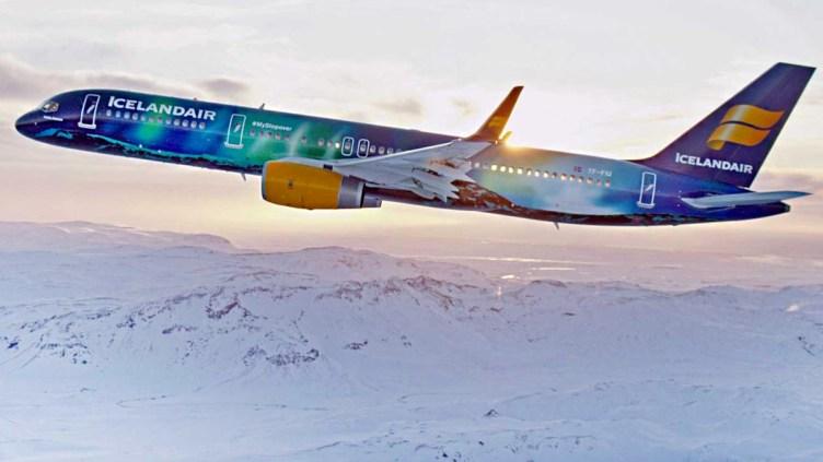 Boeing 767 di Icelandair con la livrea ispirata all'aurora boreale