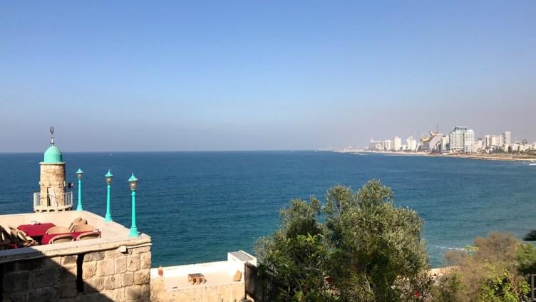 i grattacieli di Tel Aviv e la spiaggia visti da Jaffa