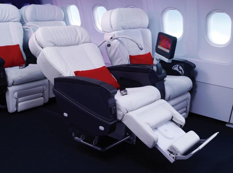 Esempio di First Class domestica nordamericana. Particolare dell'interno della cabina di un aeromobile Virgin America.