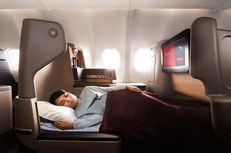 Qantas Boeing Dreamliner B7897-900, i sedili reclinano in letti orizzontali di 2 metri di lunghezza