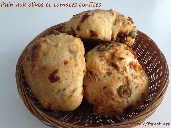 Pain aux olives et tomates confites.
