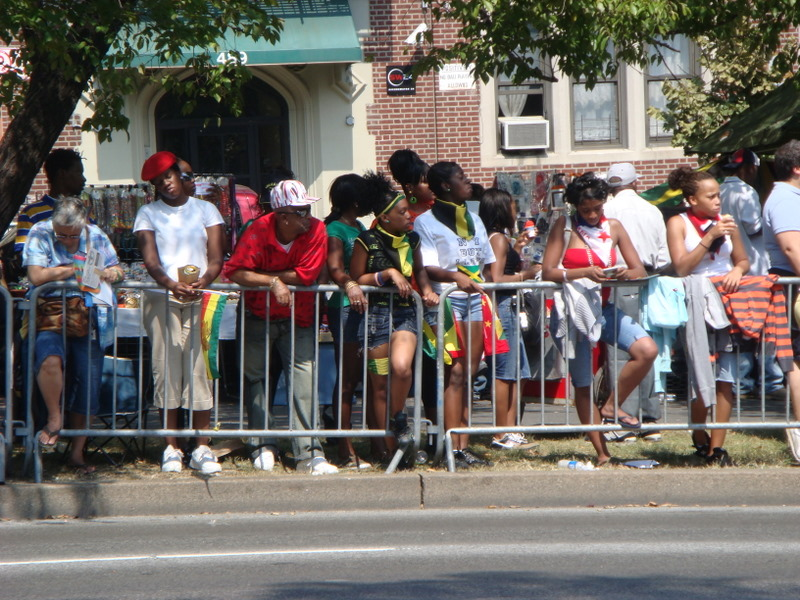 20070903-west-indian-day-parade-09-bored-crowd.jpg