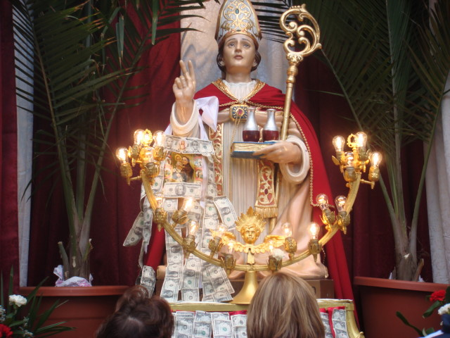 20070915-feast-of-san-gennaro-06-statue-with-money.jpg