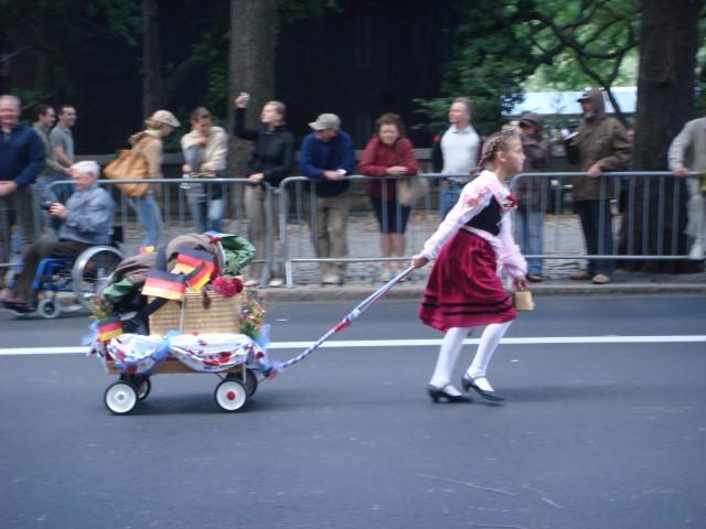 20070915-steuben-parade-14-kid-pulling-wagon.jpg