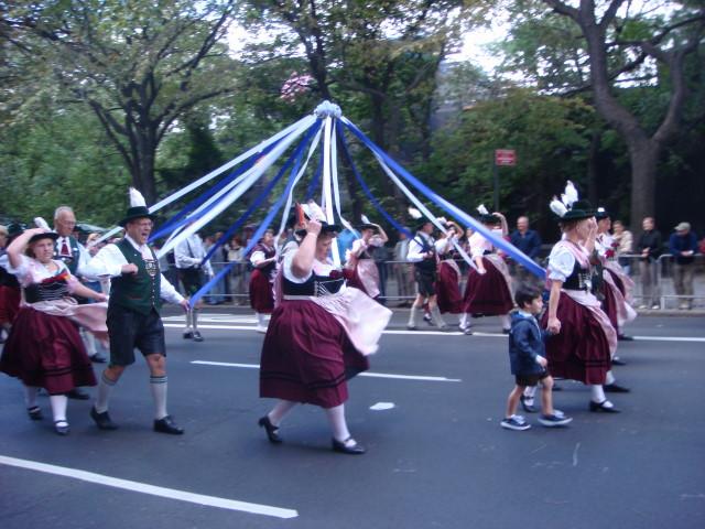 20070915-steuben-parade-15-maypole.jpg