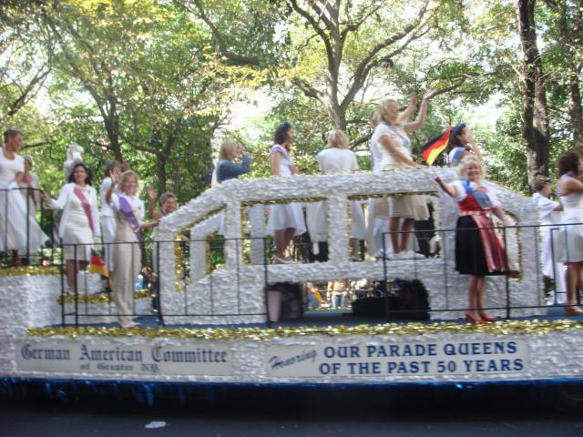 20070915-steuben-parade-16-queens.jpg